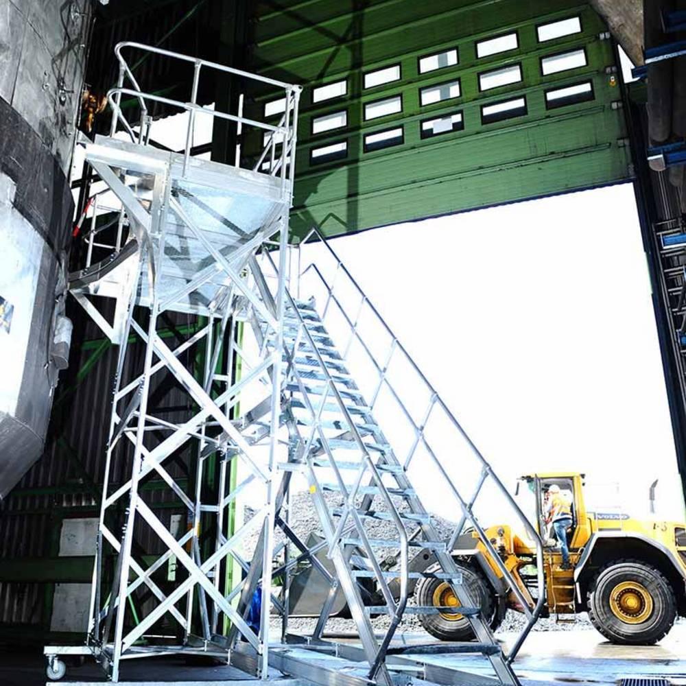 Plattformtreppe zur Wartung und Reparatur von Industrieanlagen
