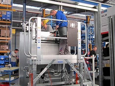Zwei KRAUSE-Arbeitsplattformen in der EMS-Produktion