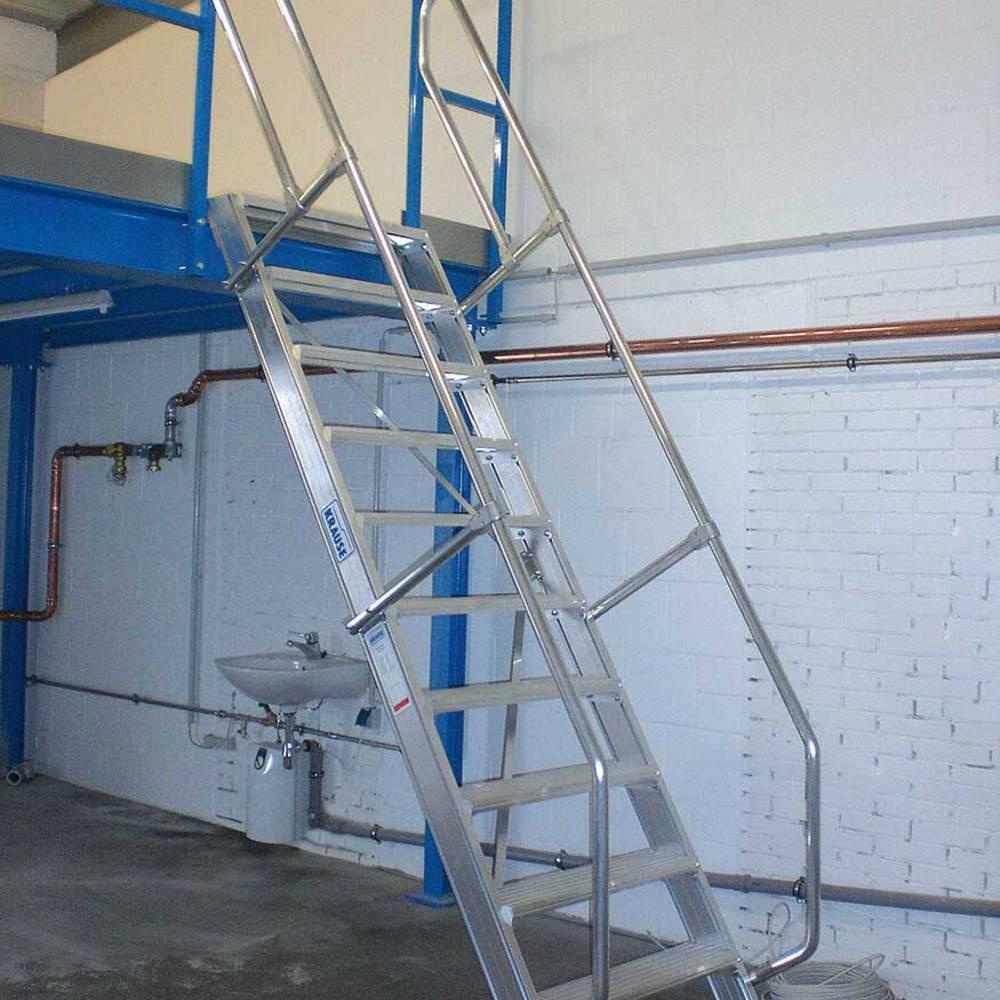 Feste Treppe als Zugang zu einem Arbeitsplatz