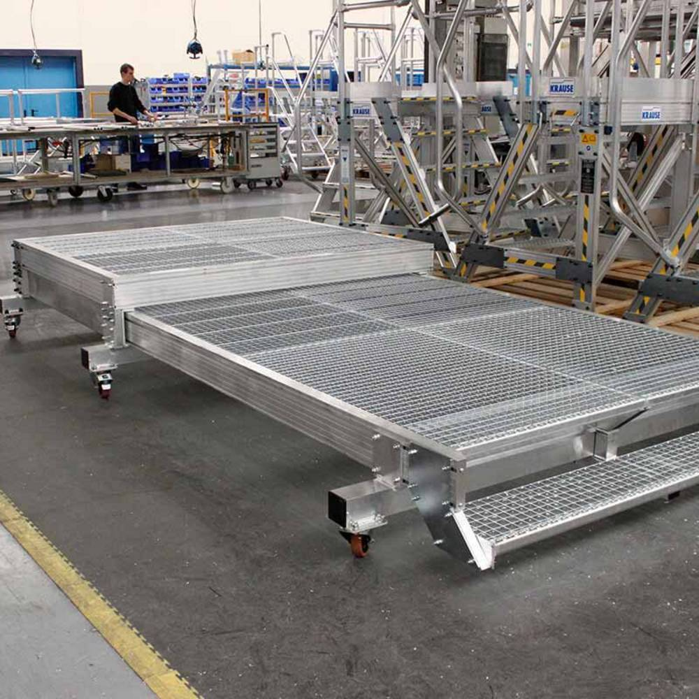 Fahrbare ausschiebbare Arbeitsbühne ohne Geländer