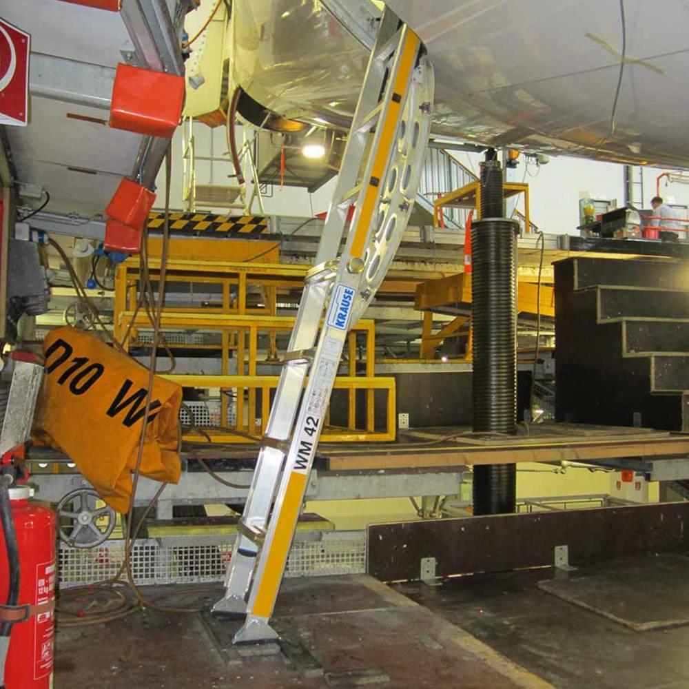 Höhenverstellbare Sonderleiter zur Flugzeugwartung