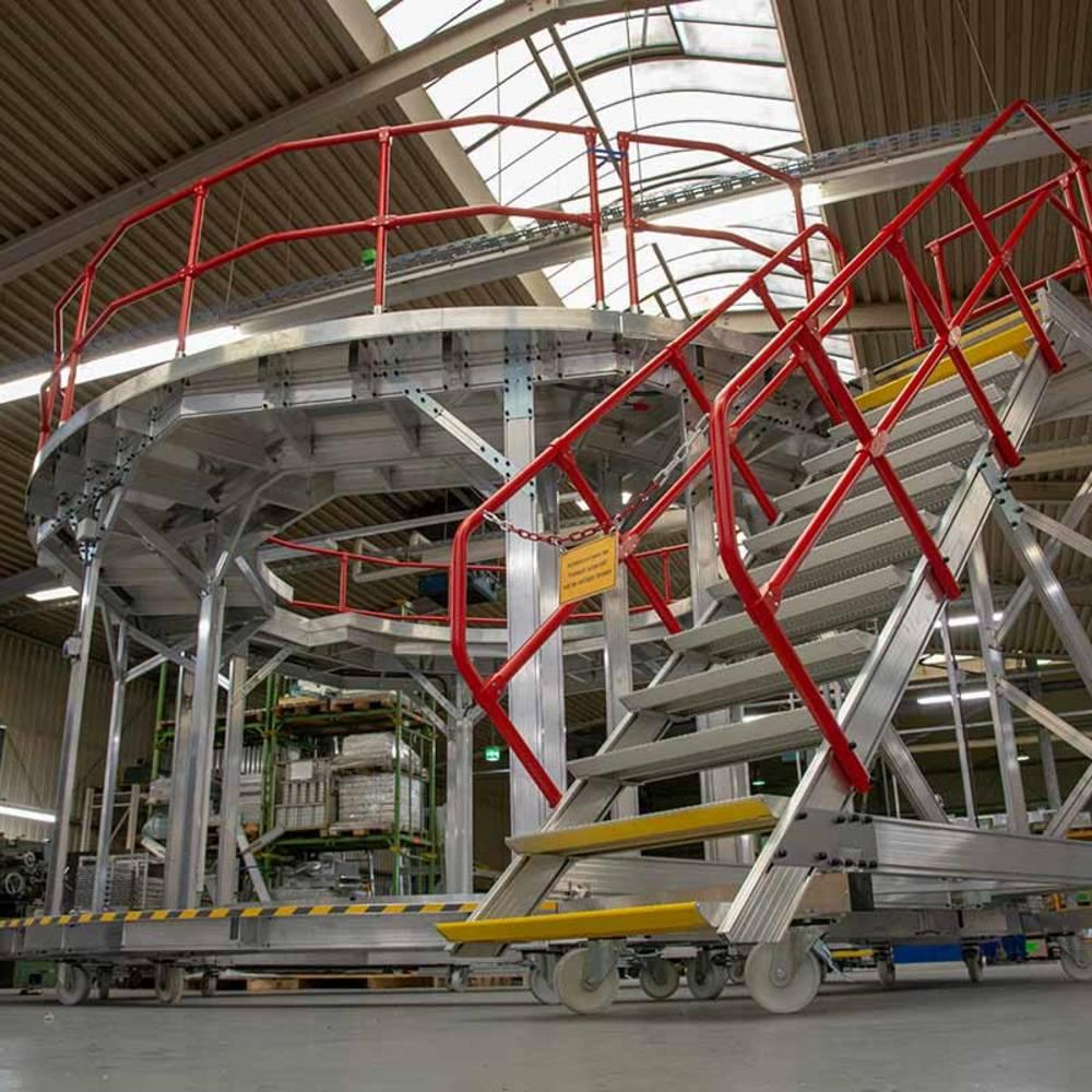 Fahrbare runde Arbeitsplattform mit pulverbeschichteten Geländern