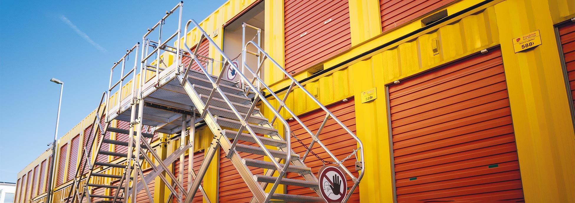 Zwei Treppen als beidseitig begehbare Treppe kombiniert