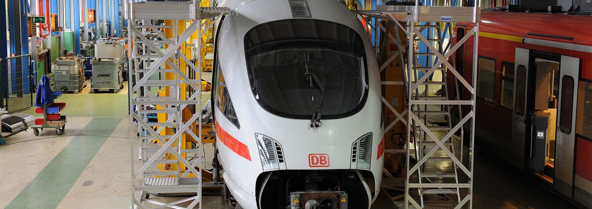Fahrbare Arbeitsbühne aus Aluminium zur Wartung von Zügen